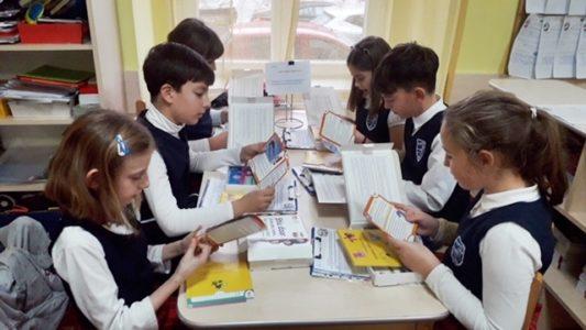 6000 de kituri NKOTC pe băncile elevilor din clasele a III-a și a IV-a