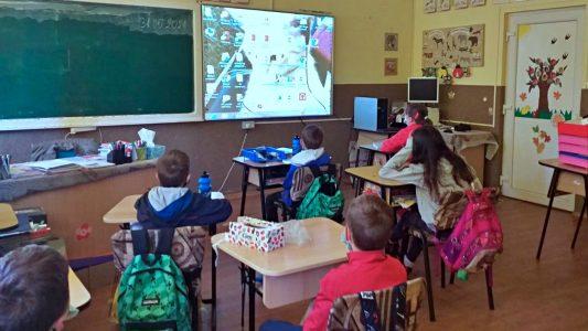 Opt școli au fost dotate cu tablete grafice și table inteligente prin proiectul Edu2023
